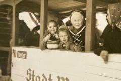 Anno-dazumal-_Irmgard-Reichle_Fasnet-1952-Eisenbahnwagen