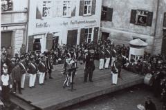 Die Taufe des Narrolöwen 1934. Die Blechmaske ging jedoch in den Kriegswirren verloren.