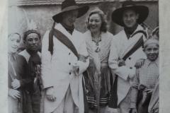 Die ersten Brunnenspringer nach dem Krieg waren 1948 Egon und Erwin Braisch, ihre Brunnenspringermaid Edelgard Braig.